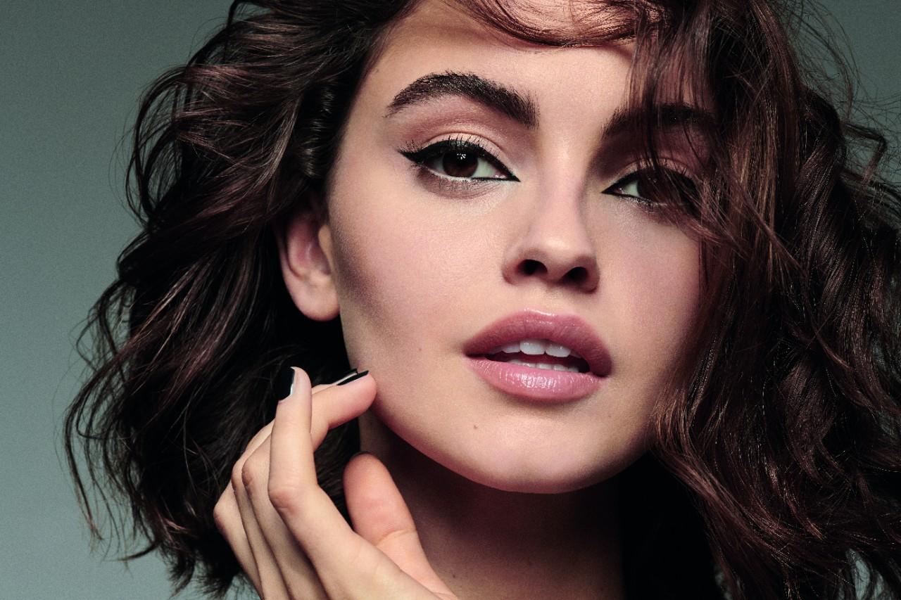 Makeup-beautyvisual-full-face-cat-eye-black-nails-brown-hair-v2-0821-1280-x-1280
