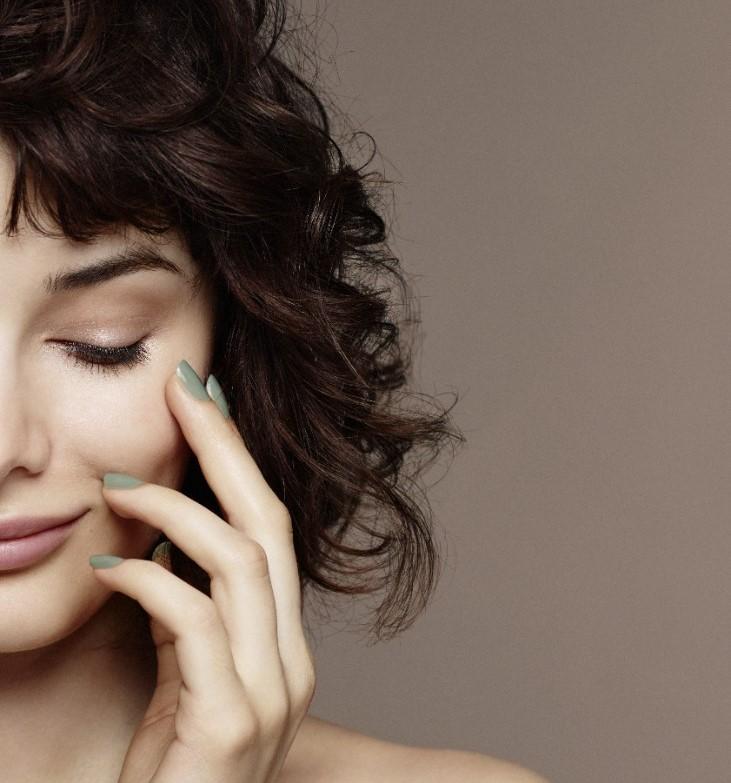 Nailcare-beautyvisual-green-nail-polish-crop-v1-1280-x-1280Yh8mMqJBZkdWc