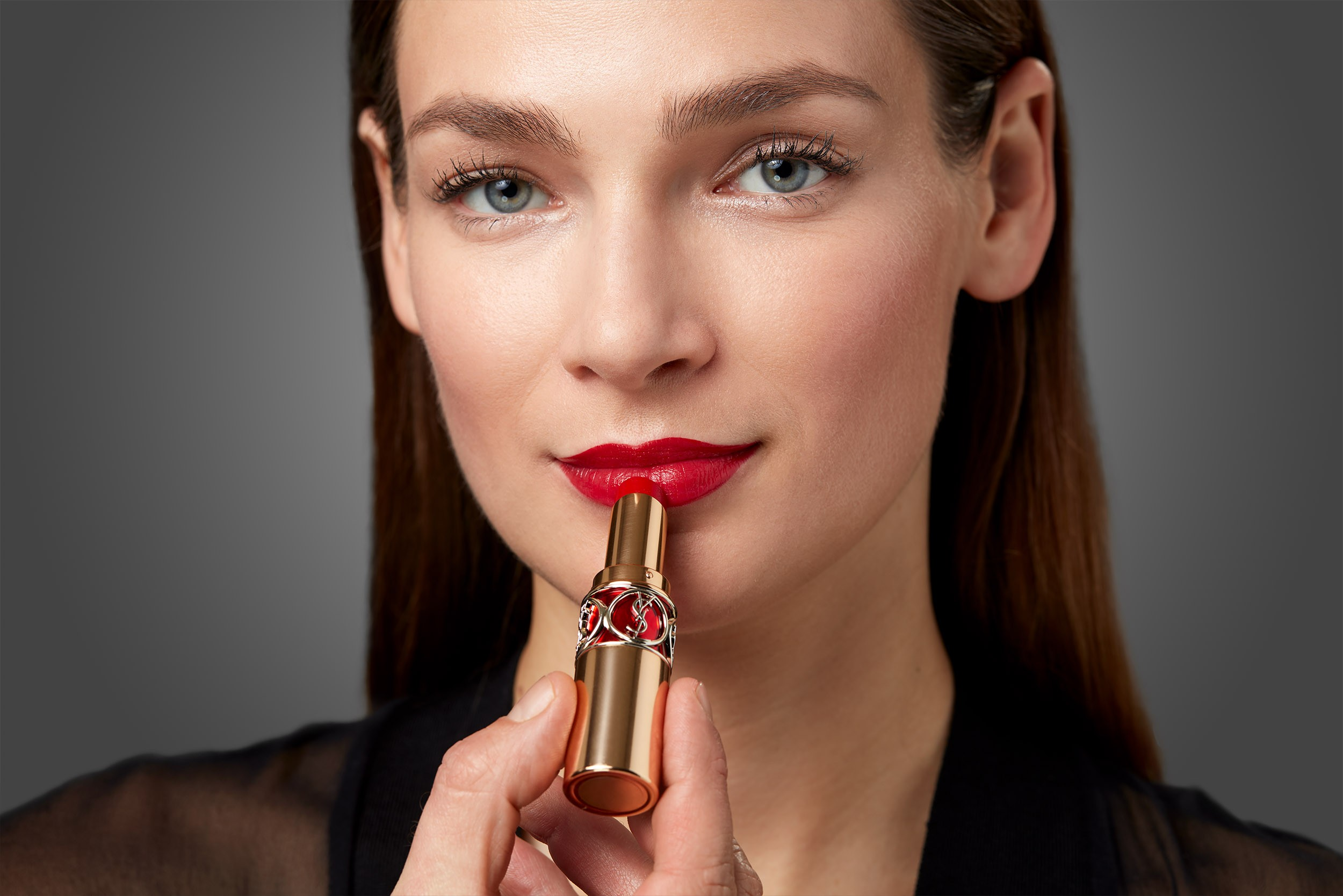 Makeup-application-how-to-red-lips-step-5-102021-Web-Rendition