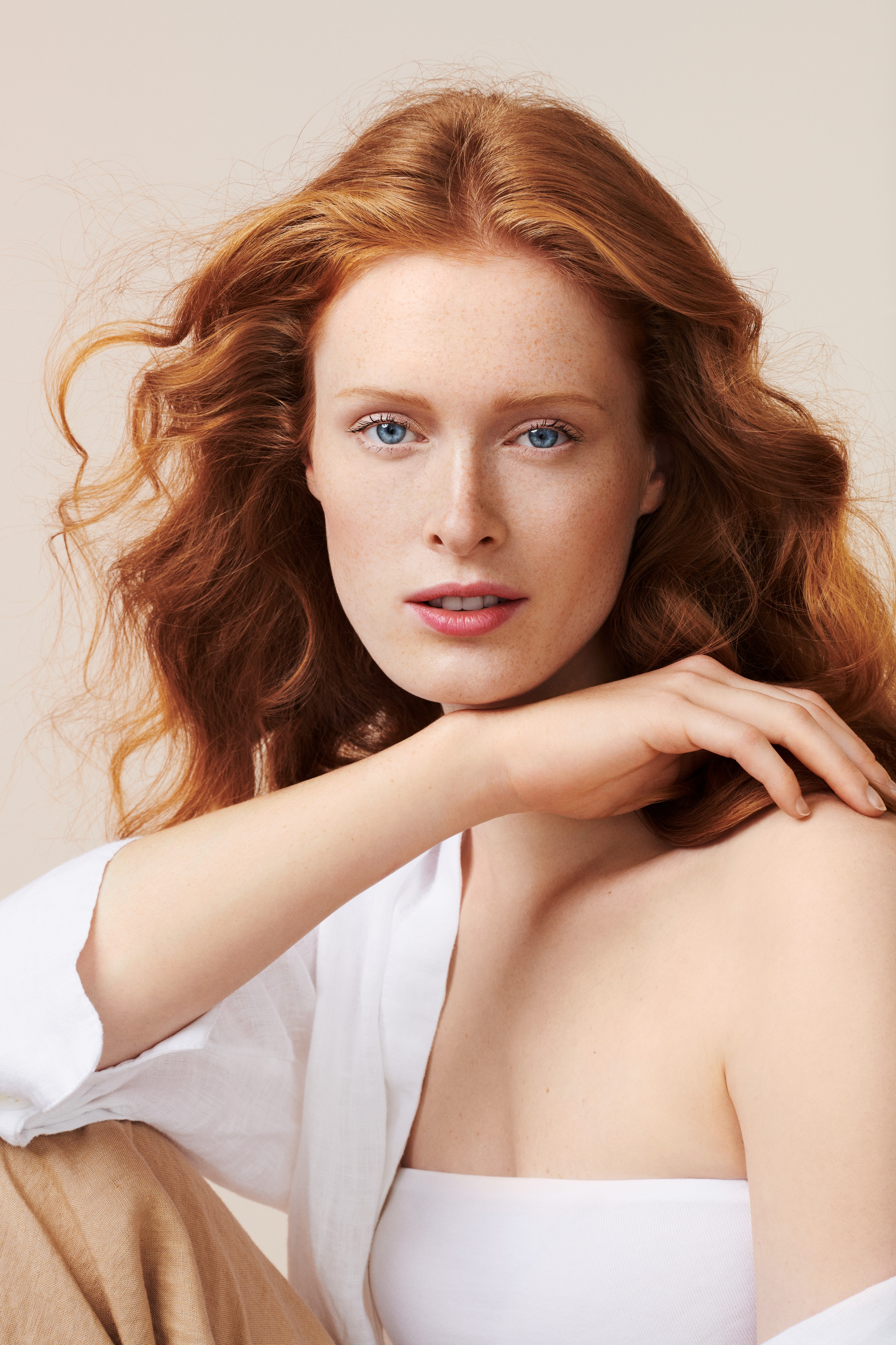 Crosscategory-beautyvisual-red-hair-arm-v1-092022-Web-Rendition