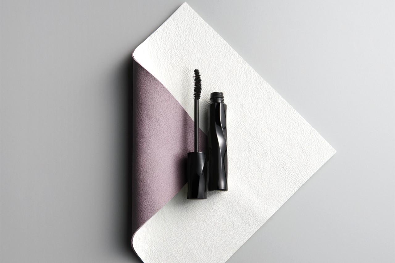 Makeup-product-mascara-leather-bg-0721-Web-RenditionYvN1XnM3awgqW