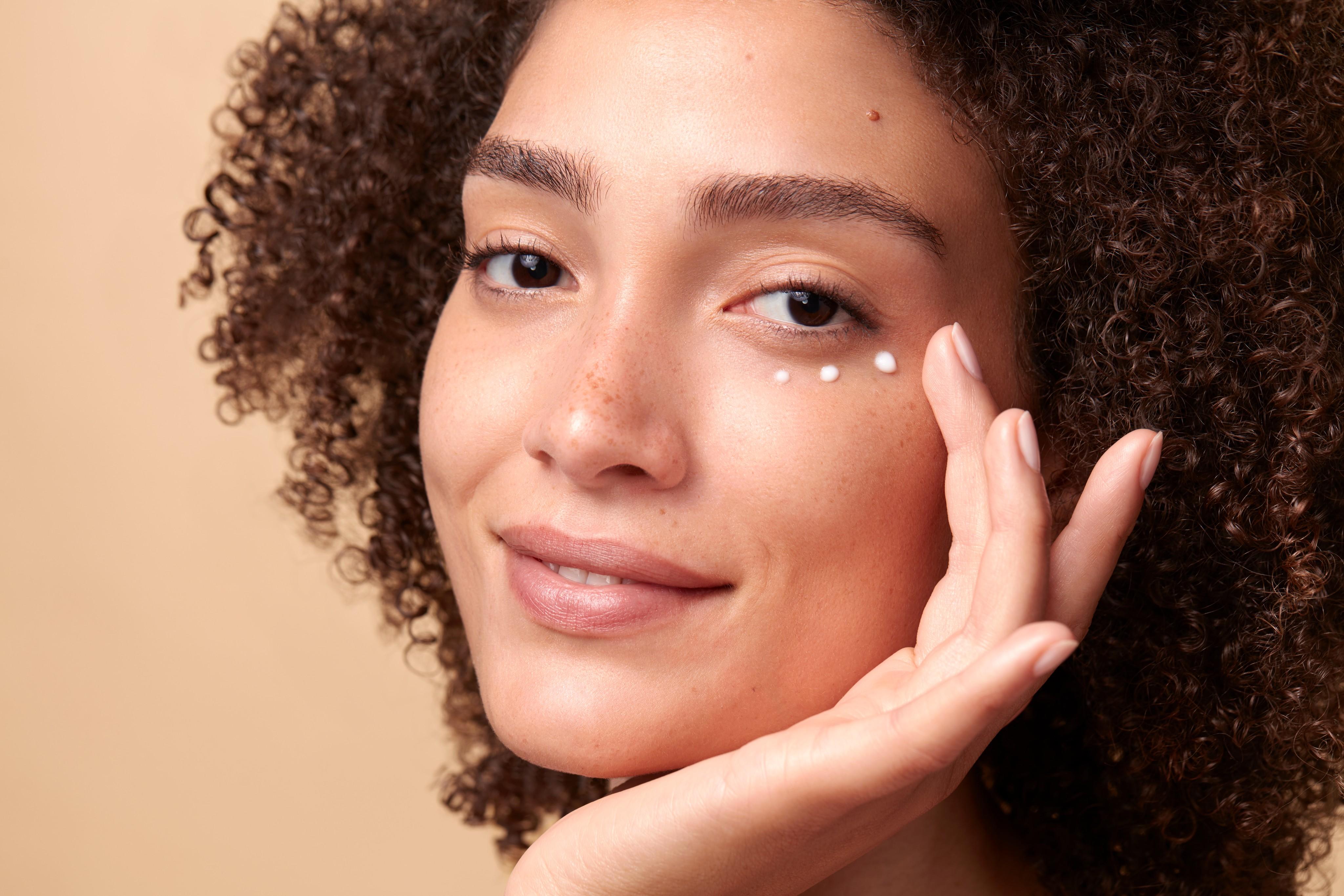 Skincare-beautyvisual-joana-hydrating-eyecreme-092022-Web-Rendition