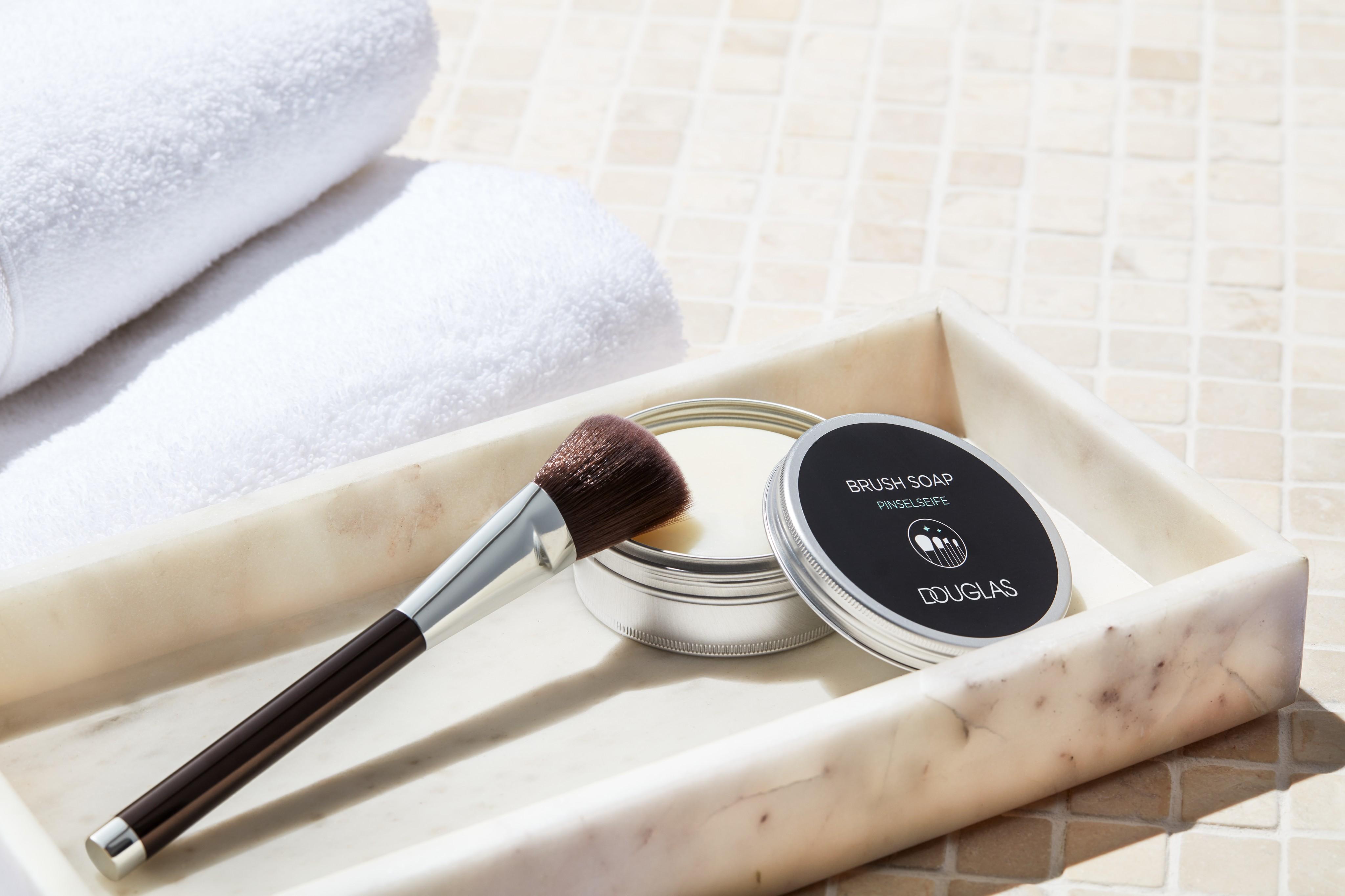 Accessoires-product-brush-soap-douglas-collection-unlimited-Web-Rendition