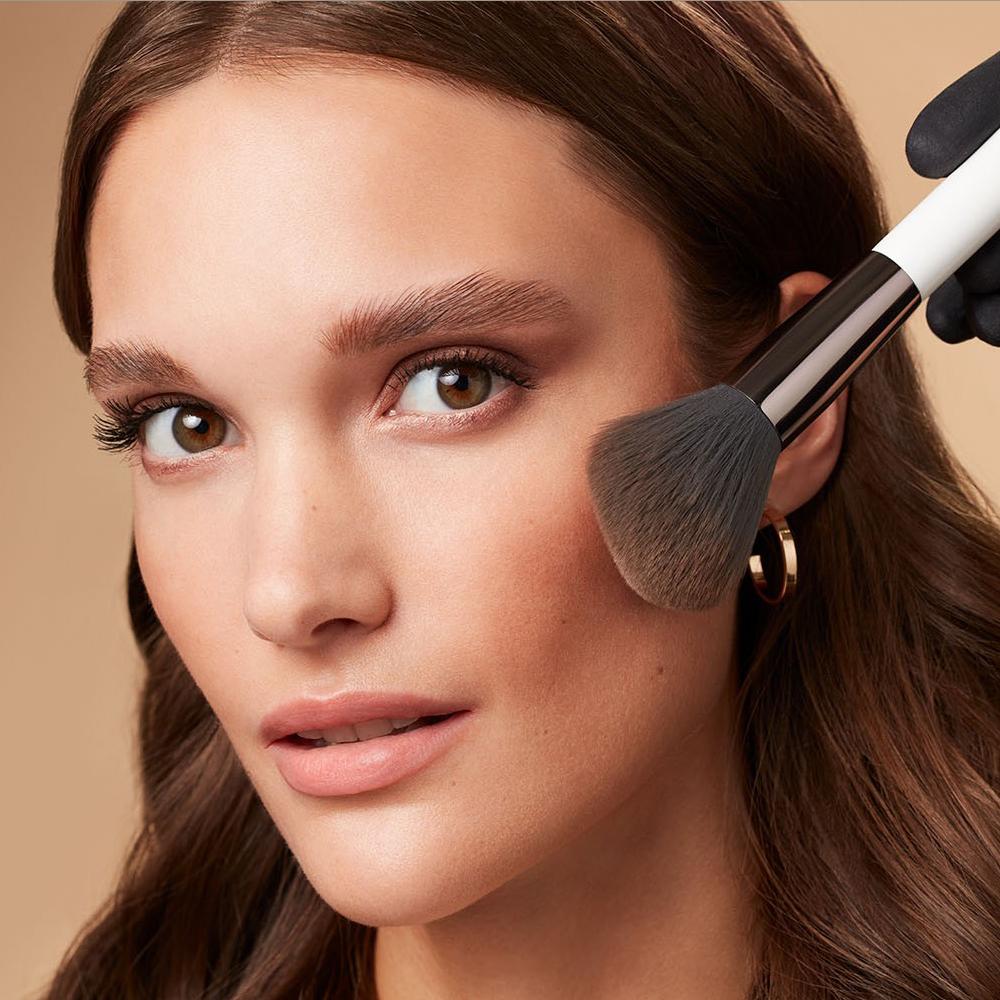 Makeup-application-foxy-eyes-6-052023-Web-Rendition7jTls8xtUVXIw
