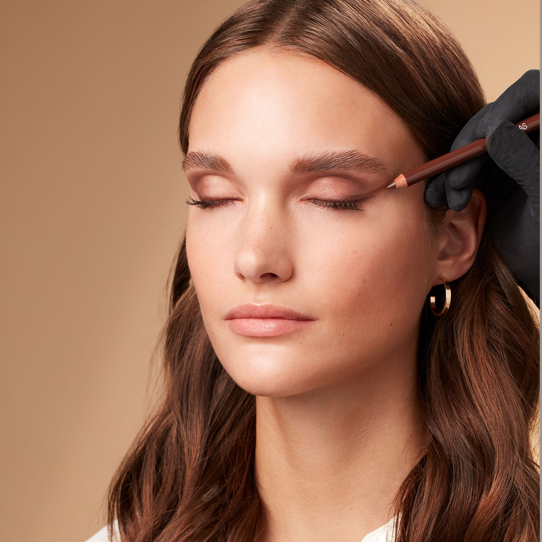 Makeup-application-foxy-eyes-2-052023-Web-Renditionm6aVcxR3JchTr