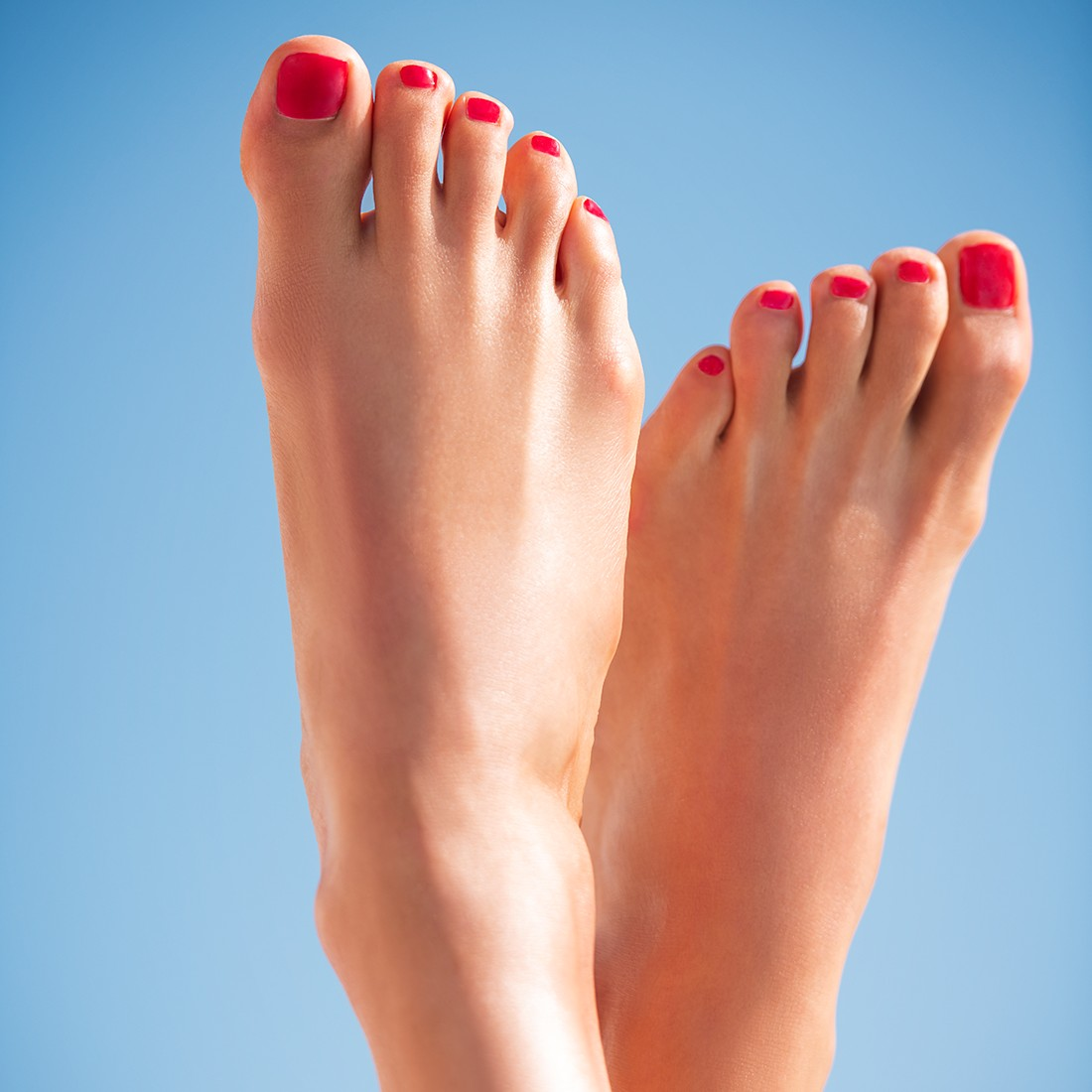 crosscategory-beautyvisual-summerfeetandleg-red-toes-062022-tif-1280-x-1280