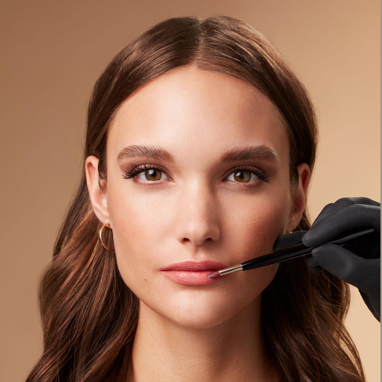 Makeup-application-foxy-eyes-7-052023-Web-RenditionvdJ7HLuJo2qrp