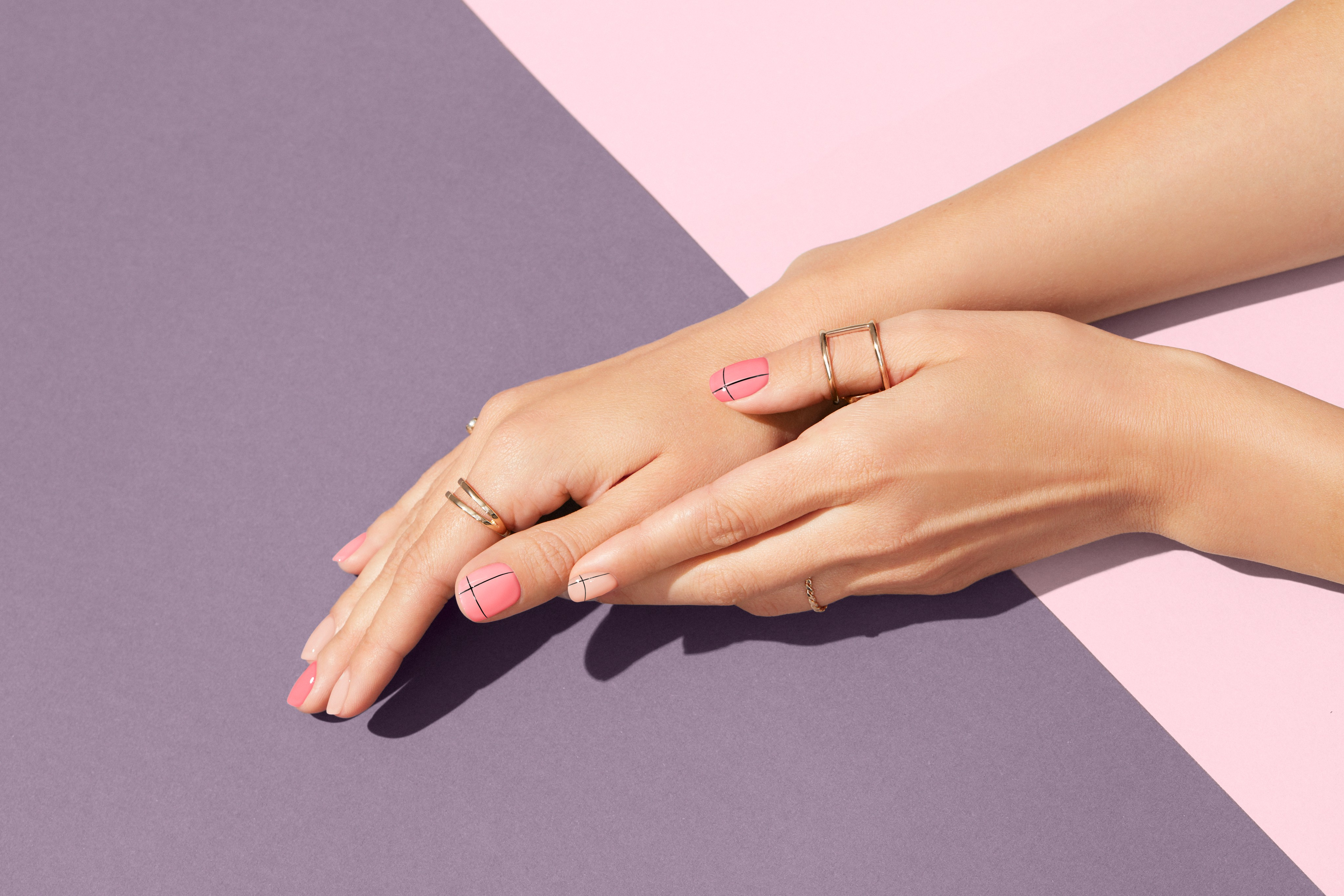 Nailcare-beautyvisual-minimalist-nude-look-thin-lines-purple-color-0821-Web-Rendition