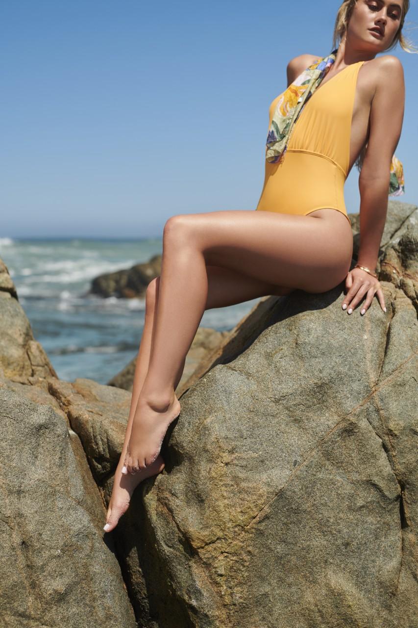 crosscategory-beautyvisual-summerfeetandleg-yellow-on-rock-062022-tif-1280-x-1280