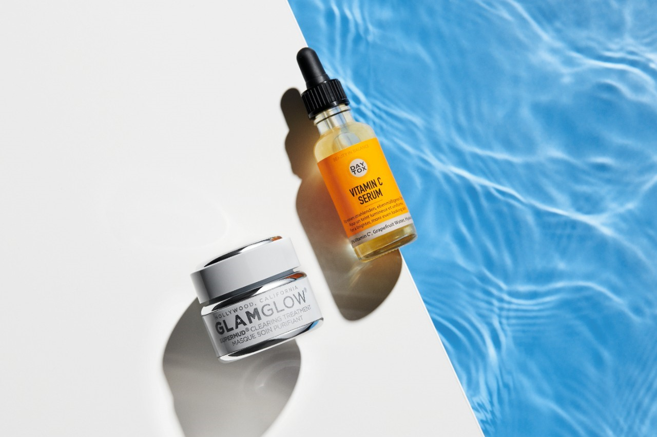 Skincare-product-serum-jar-white-bg-water-0721-Web-RenditionCeew9cY9rA07F