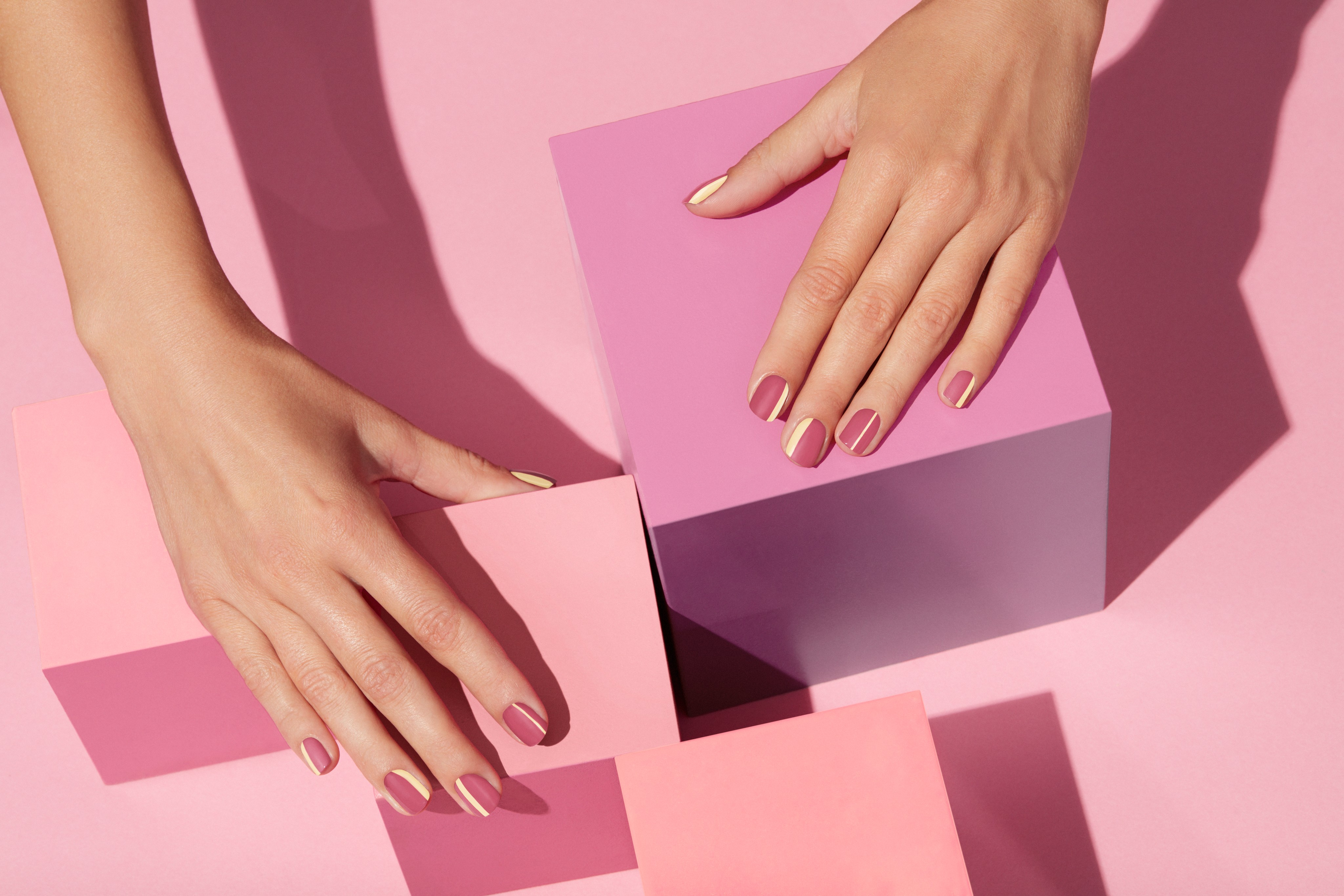 Nailcare-beautyvisual-pastel-yellow-rose-stripes-pink-cubes-0821-Web-Rendition