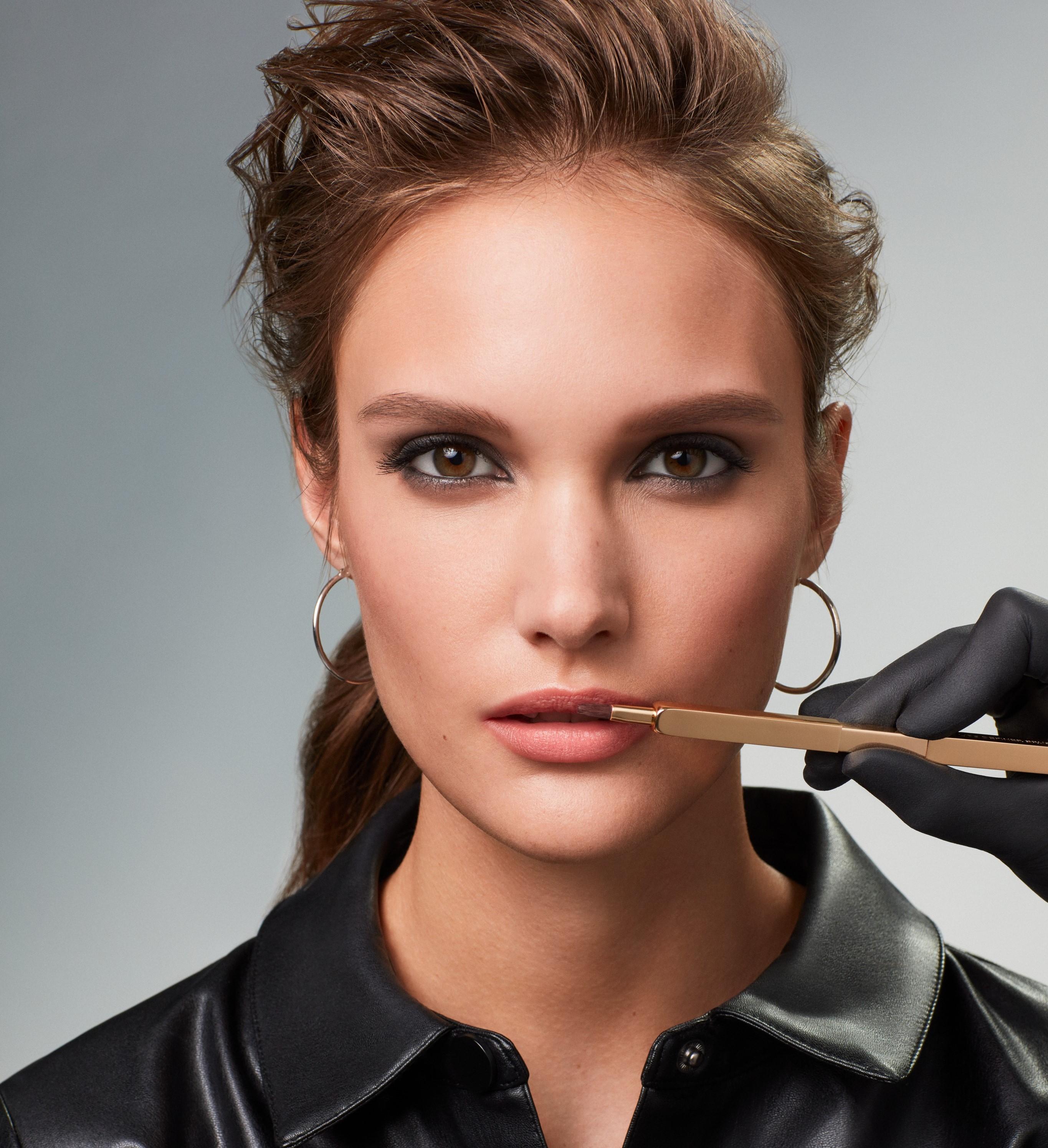 Makeup-application-6-smokey-eyes-062023-Web-Rendition