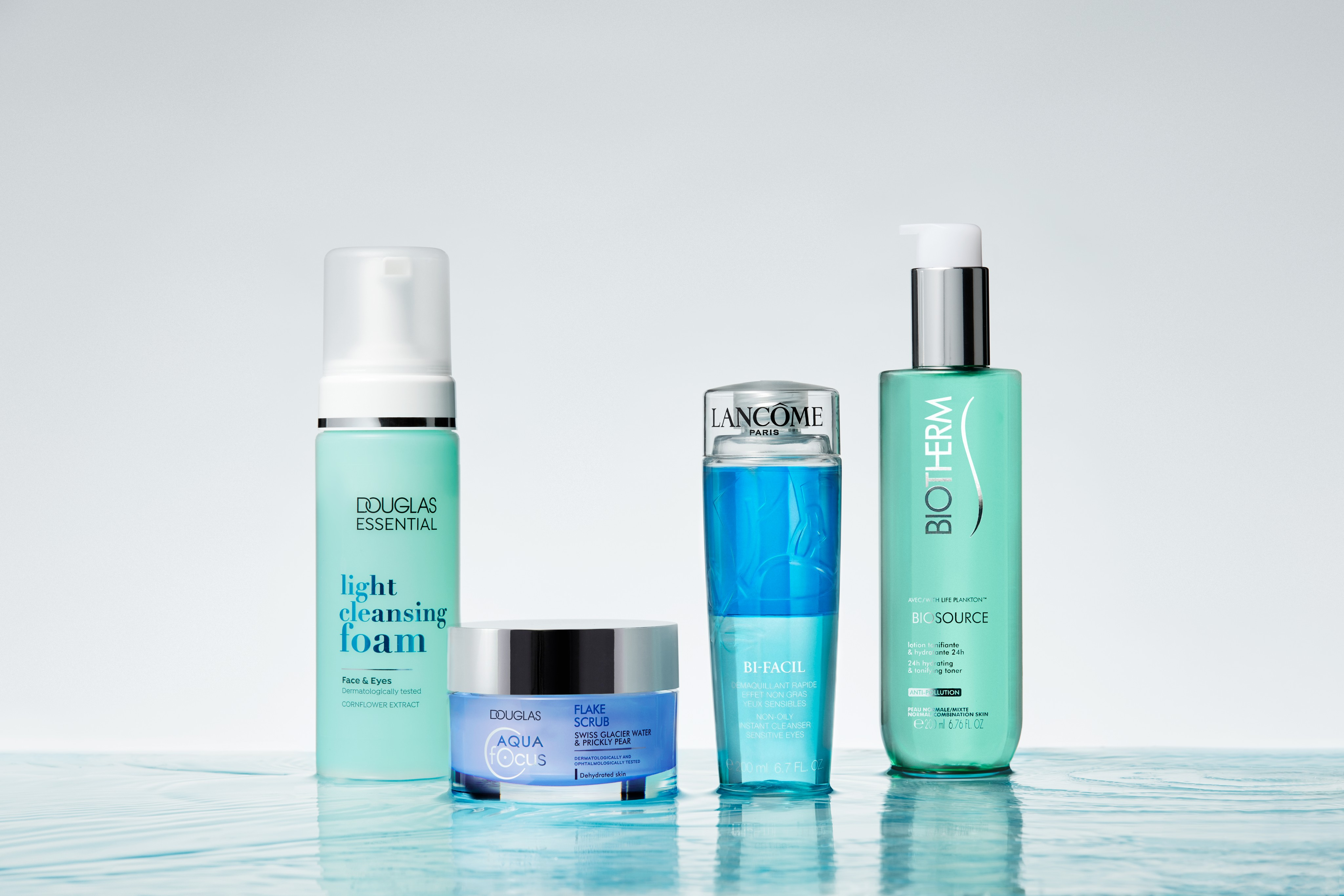 Skincare-product-blue-water-waves-douglas-lancome-biotherm-unlimited-Web-Rendition